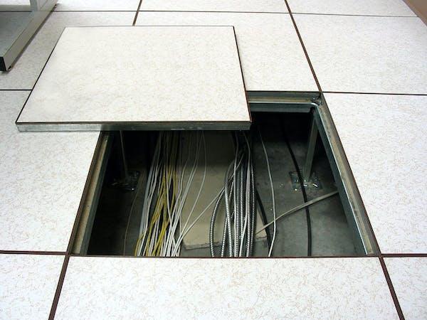 Offener Boden in einem gewerblich genutzten Gebäude
